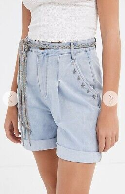 AU40 • Buy Urban Outfitters BDG Denim Mom Short New Size 27 Or 9 MASSIVE REDUCTIONS