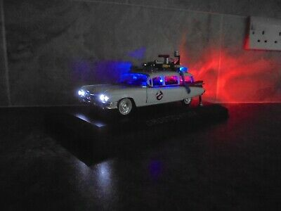 Ghostbusters Ecto 1 With Working Lights 1:24 Not 1:18 Model Car In Display Case • 44.99£