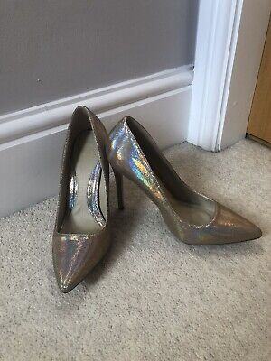 Missguided Gold Metalic Court Shoes , Size 6, Never Worn  • 15£