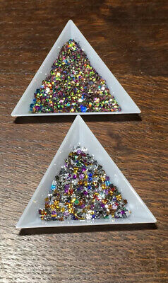 2pc Set Two Triangle Trays For Rhinestones, Glitter, Seed Beads, Crafting Etc • 2.50£