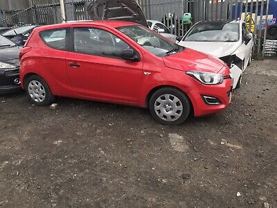 Hyundai I20 2012 Facelift Driver Side Wiper Arm **breaking Full Car** • 40£