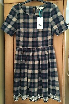 BNWT Topshop Asos Yumi Concession Plaid Embroidered Dress, Size 8, Scallop Edge • 29£
