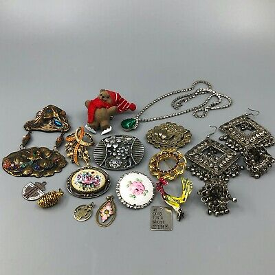 $ CDN31.58 • Buy Lot Of Vintage Jewelry Brooches Earrings Necklace Pendants