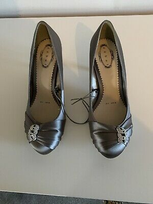 Womens Pewter Satin Shoes Size 5 • 3£