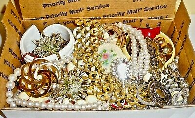 $ CDN22.40 • Buy .99 Vintage/now Junk Jewelry Lot #3-unsearched-untested-small Flat Rate Box Full
