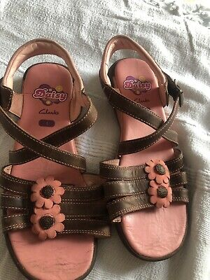 £8 • Buy Clarks Girls Leather Sandals Flowers Size 1 Daisy Chain Beautiful
