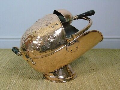 Victorian Copper Helmet Coal Scuttle • 465£