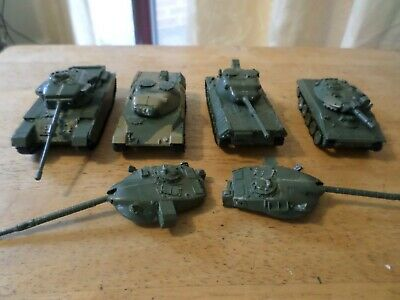 Airfix Model  4 Tanks For Spares Or Repairs • 10£