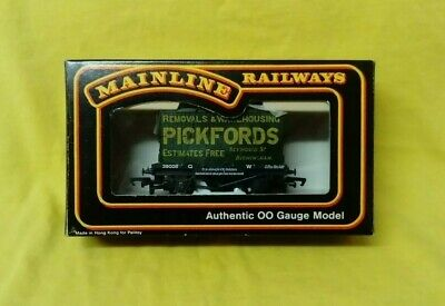 Mainline 937364 Conflat G.W.R. [GWR] & Furniture Container Pickfords (OO Gauge) • 20£
