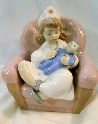 LLADRO/Nao Pretty Young Girl Dressed As A Nurse Treating Her Dolly • 31£