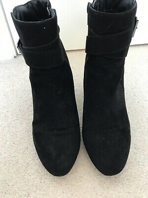 Red Herring Boots Size 7 • 1.50£