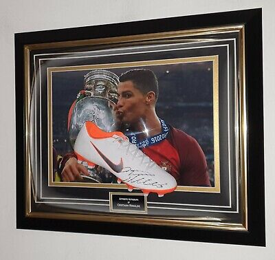* NEW  Cristiano Ronaldo Of Portugal Signed Autographed FOOTBALL BOOT Display * • 395£