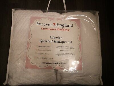 White Quilted Double Bedspread • 25.99£