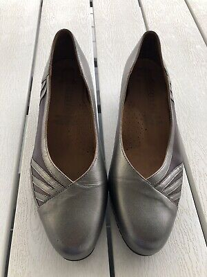 AU42 • Buy KUMFS (Ziera) Pewter CLASSIC  COURT SHOES Size 9.5 . Low Heel Excellent Cond.