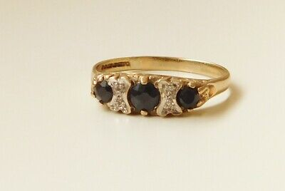 A 9ct GOLD SAPPHIRE AND DIAMOND STONE SET RING • 79£