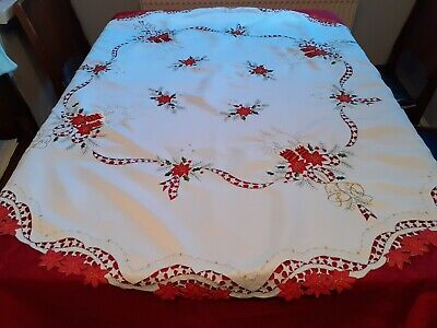 Vintage Christmas Round Tablecloth And 6 Matching Napkins. • 18£