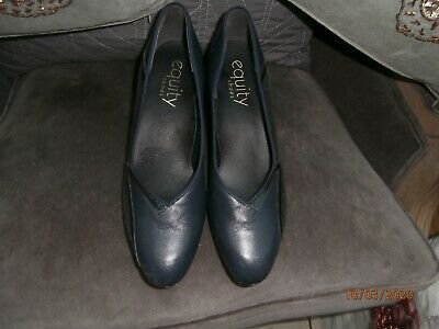 Lovely Dark Navy Equity Dress Shoes Size 7 • 10£
