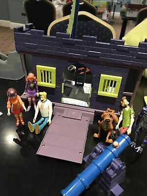 Scooby Doo Haunted House/castle  And Figures Toy Bundle. Ideal For Christmas • 17£