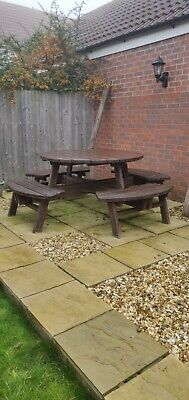 8 Seater Round Picnic Table • 100£