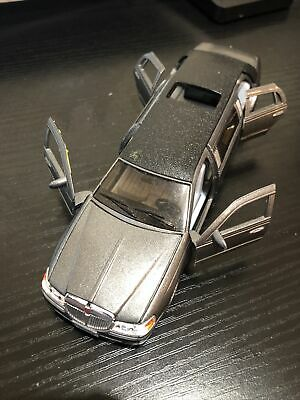 1999 Lincoln Town Car Stretch Limo By Kinsmart  1:38 • 2.80£