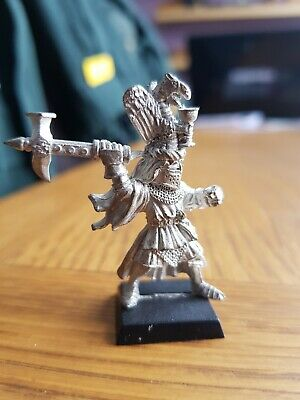 WARHAMMER. BRETONNIAN GRAIL KNIGHT CHAMPION With Axe On Foot. Metal Figure. • 10£