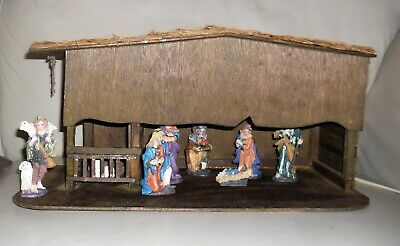 Very Nice Vintage...ish Illuminated Nativity Scene With Wooden Stable + Figures • 40£