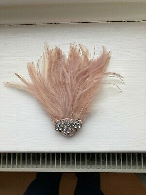 Feather Hair Grip Fascinator With Imitation Diamonds • 2£
