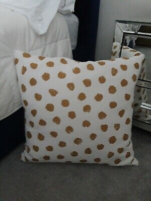 White And Gold Scatter Cushion, Throw Cushion.  • 1.80£