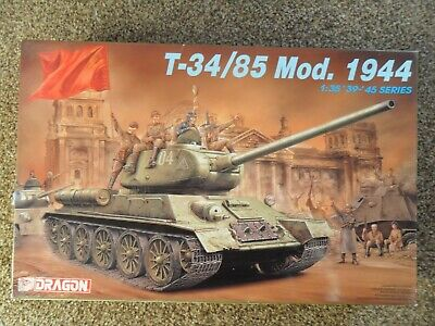 Dragon 1/35 WWII Russian T-34/85  Mod.1944 +Extras • 25£