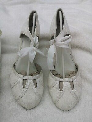 Ivory Lace Mary Shoes Size 5 • 12.50£