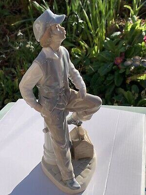 "Nao Lladro Daisa Shoe Shine Boy Figurine Fire Hydrant 10"" High • 9.50£"