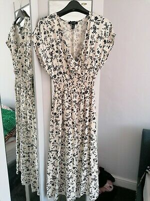 New Look White Ditsy Floral Wrap Midi Dress Size 8 • 5£