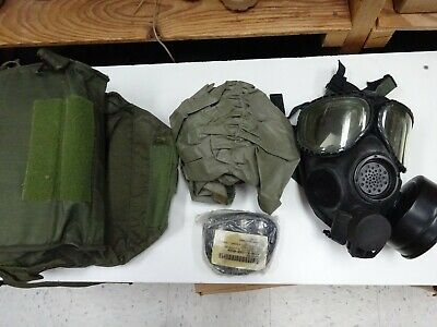 $145 • Buy US Military M40 Gas Mask Size M/L With Big Bag