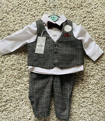 £6 • Buy 4 Piece Baby Set With Shirt , Trousers, Waistcoat And Bow Tie. 0-3 Months.  New