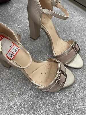 £25 • Buy Clarks Light Gold Party Wedding Shoes Sandals Size 5.5