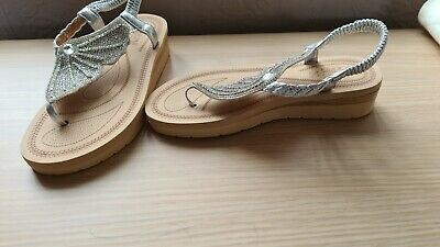 £14.99 • Buy Stunning Butterfly Wing Silver Low Wedge Toe Post Sandals - Size 4