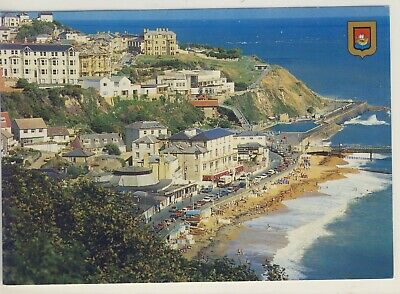£2 • Buy E 263 ISLE OF WIGHT - LARGE POSTCARD OF VIEW LOOKING EAST,VENTNOR - Nigh