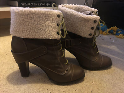 £5 • Buy Red Herring Brown Boots Size 7.5 8