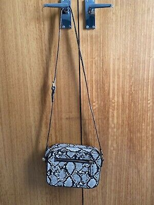 £5 • Buy Carvela Brown/Beige Faux Snakeskin Crossbody Bag - Immaculate Condition