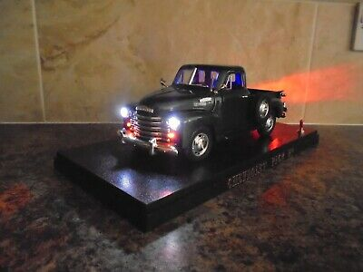 £44.99 • Buy Classic 1953 Chevy Pick Up With Working Lights 1:18 Model Car In Display Case