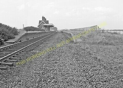 Hopton-on-Sea Railway Station Photo. Corton - Gorleston. Great Yarmouth Line (7) • 3.50£