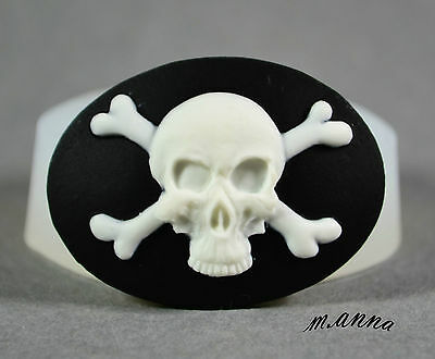 CROSSBONES Cameo Silicone Mould Cupcake Polymer Clay Chocolate Fimo Mold • 3.99£