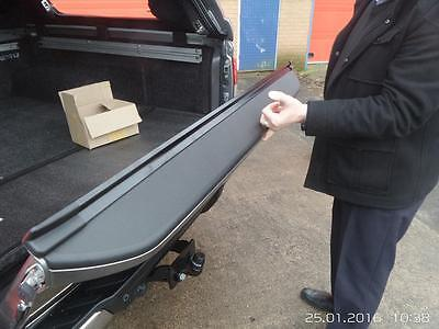 Nissan NP300 Tailgate Assist ®  • 354£