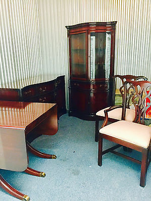 $2000 • Buy Mahogany White Co. Dining Room Set- Table 6 Chairs - 2 Leaves And Side Board