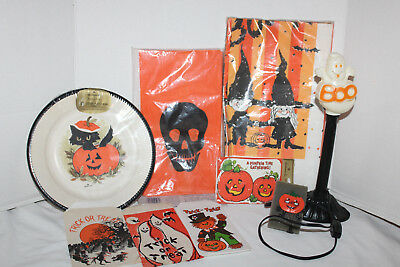 $ CDN26.41 • Buy Lot Of VINTAGE Halloween~PLATES~Pin~TREAT BAGS~Invites~TABLE CLOTH~Ghost Light