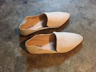 $ CDN35 • Buy Woman's Kelsi Dagger Loafer/mules Pointed Toe Beige US 6 New Without Box