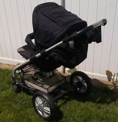 $175 • Buy Awsome Condition Mutsy Stroller & Bassinet, Very Clean, With ONE SMALL ISSUE