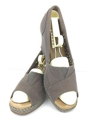 89323a860f13 Toms Sandals 6.5 W Gray Canvas High Heel Peep Toe Wedge Slip On Casual •  14.77