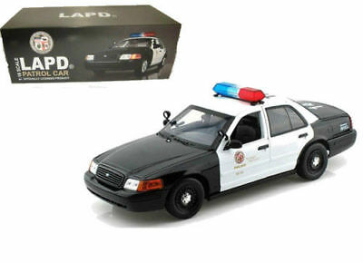 Motormax 1:18 2001 Ford LAPD Los Angeles Police Car #73539 Free Shipping • 51.99$