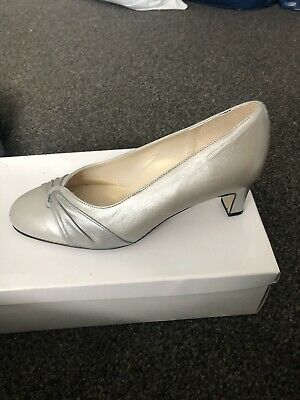 Equite Low Heel Silver Shoes • 7£